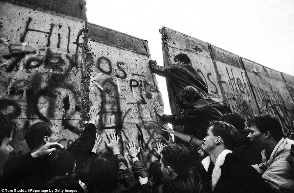 Ronald Reagan And Berlin Wall >> Winds that Break Down Walls – COSMOPALISTAN